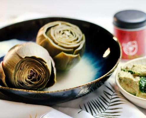 Basilikumschmand mit Artischockenherzen rezept