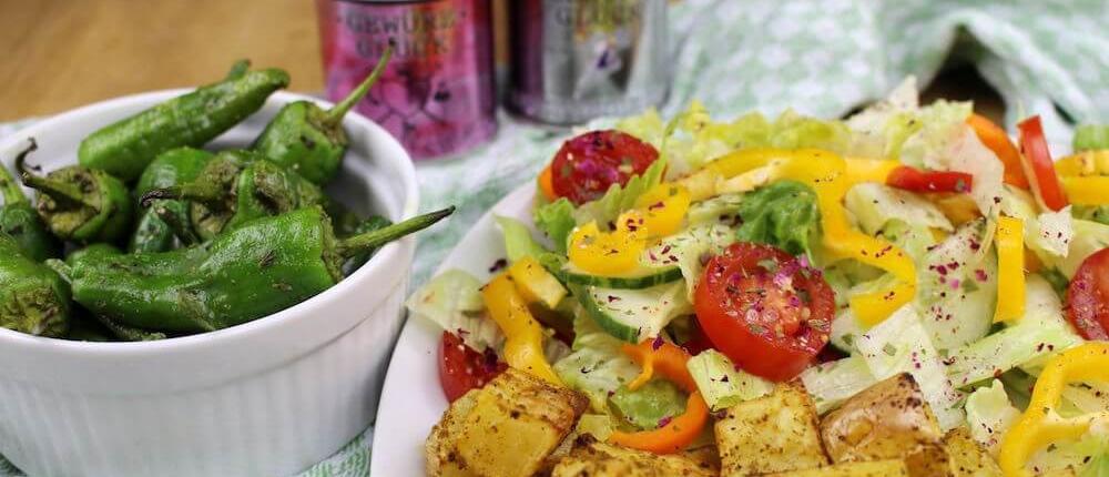 Salat und Bratpaprika