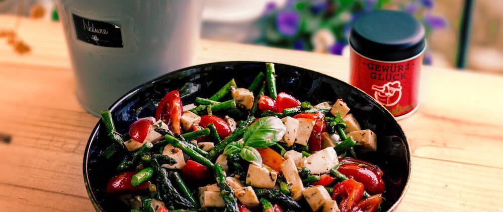 Rezept für Mediterranen Tomaten-Spargel Salat